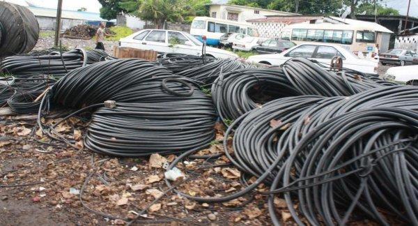 Trafic de câbles : seize containers quittent le siège de Comores Telecom pour une destination inconnue